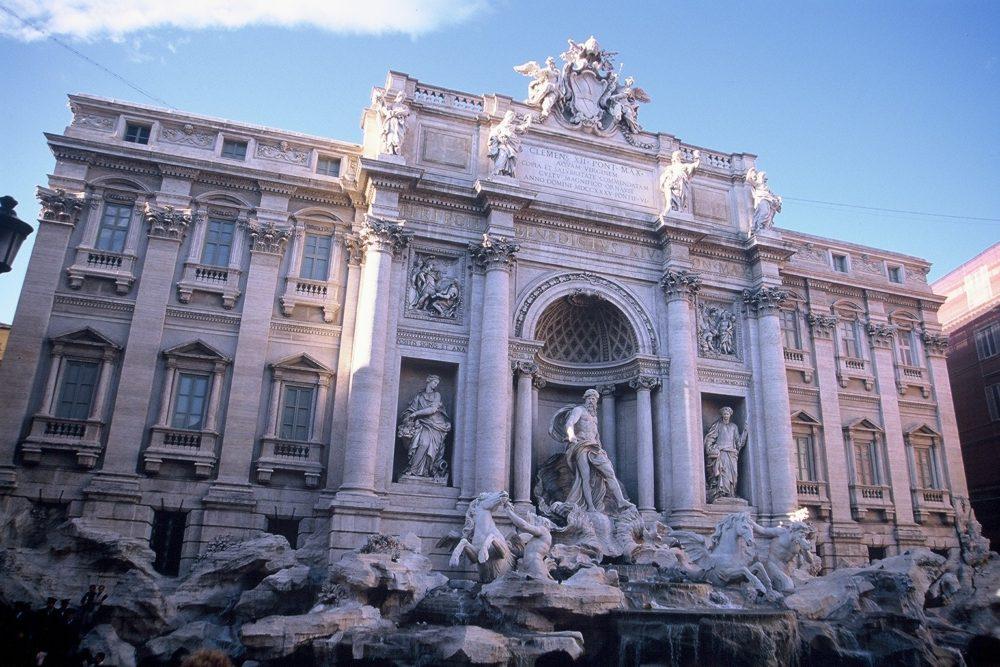 ローマトレヴィの泉、コインを投げ込む路またローマに戻ってこられるという