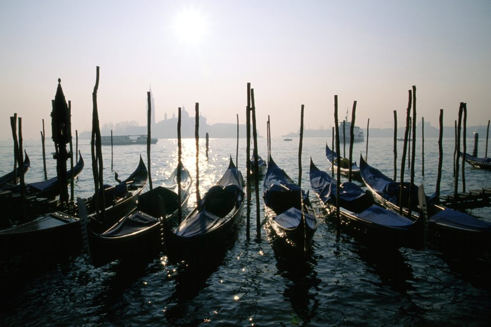 ゴンドラ、ヴェネツィア、サンマルコ広場。船着き場。イタリア世界遺産