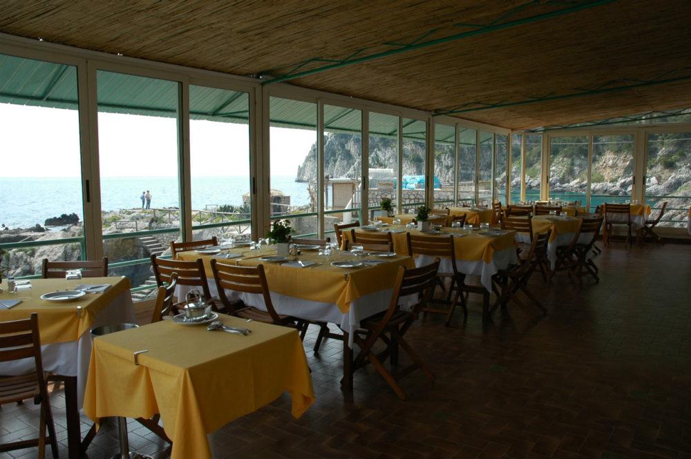 イタリアカプリ島お勧めレストランバーニインテルナッツイオナーレ