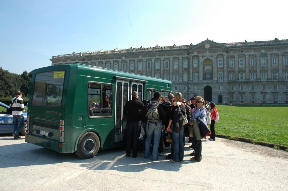 イタリア世界遺産カゼルタ王宮庭園バス
