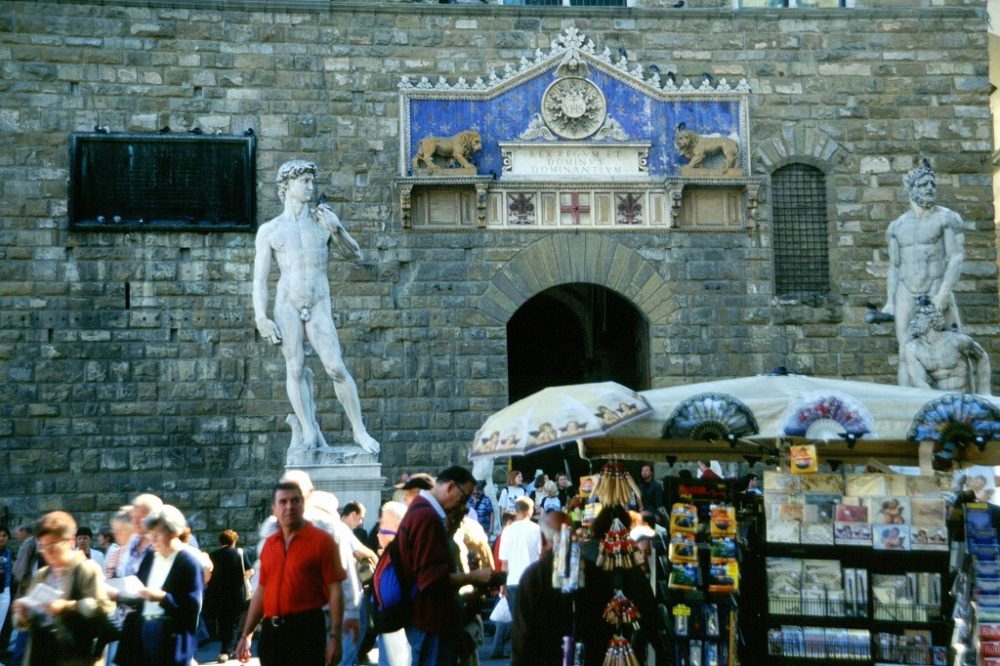 世界遺産フィレンツェ歴史地区シニョーリア広場のダビデ像。これはレプリカ。