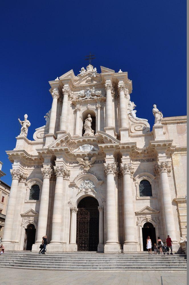 シラクーサ、オルティージア島のドゥオーモ。ドゥオーモ広場に面してある。バロック様式イタリア世界遺産