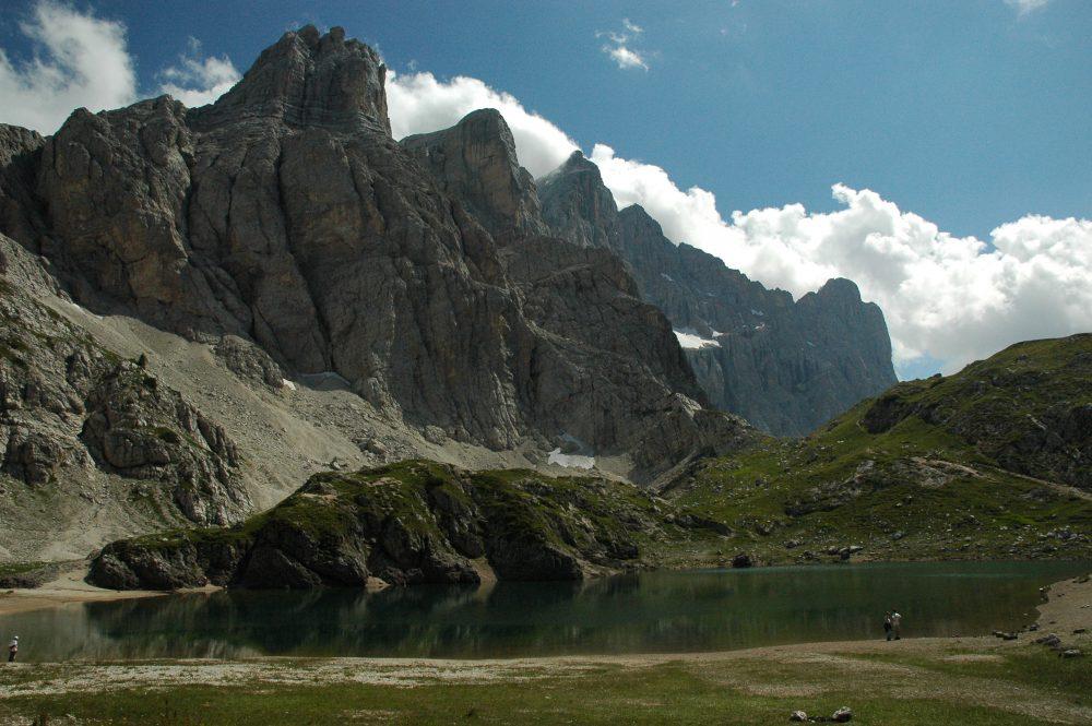 ドロミテトレッキング、チヴェッタ、夏しか見られない山上湖を見にいこう。冬は雪に閉ざされ隠れてしまうので近づけない。