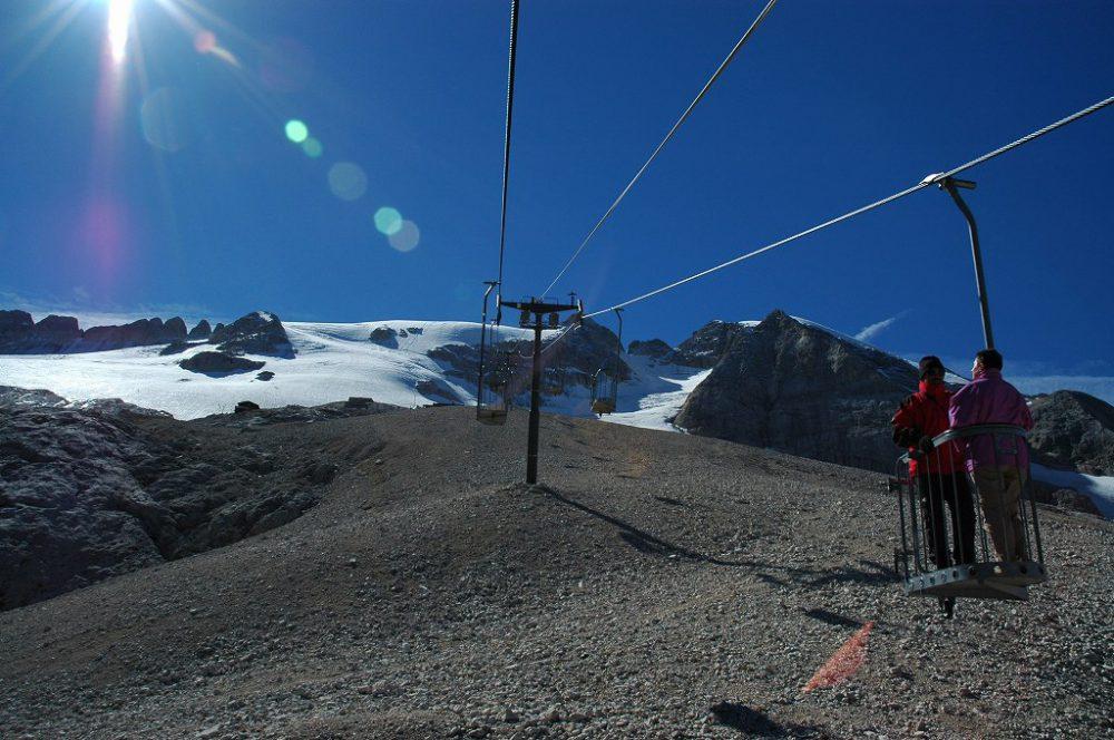 ドロミテトレッキング、立ち乗りリフトに乗ってドロミテ唯一の氷河=マルモラーダ氷河をみにいきましょう。