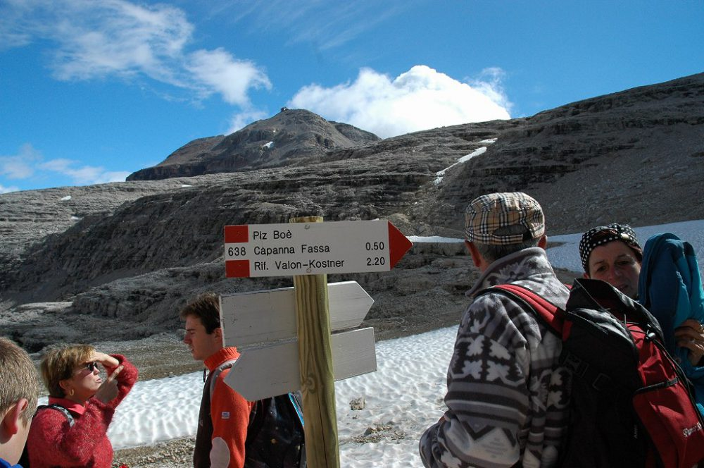 ドロミティの歩き方。ドロミーティトレッキング、ピッツ・ボエ(3,152m)へ、頂上まで50分とあるがそれは熟練上級者の話です。