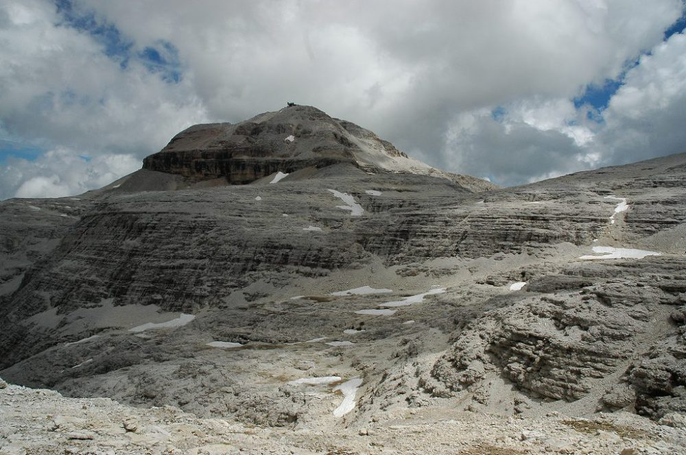 ドロミティの歩き方。ドロミーティトレッキング、ピッツ・ボエ(3,152m)へ、あんな岩だらけの頂上までわたしたちでもちゃんと登れるのだろうか。