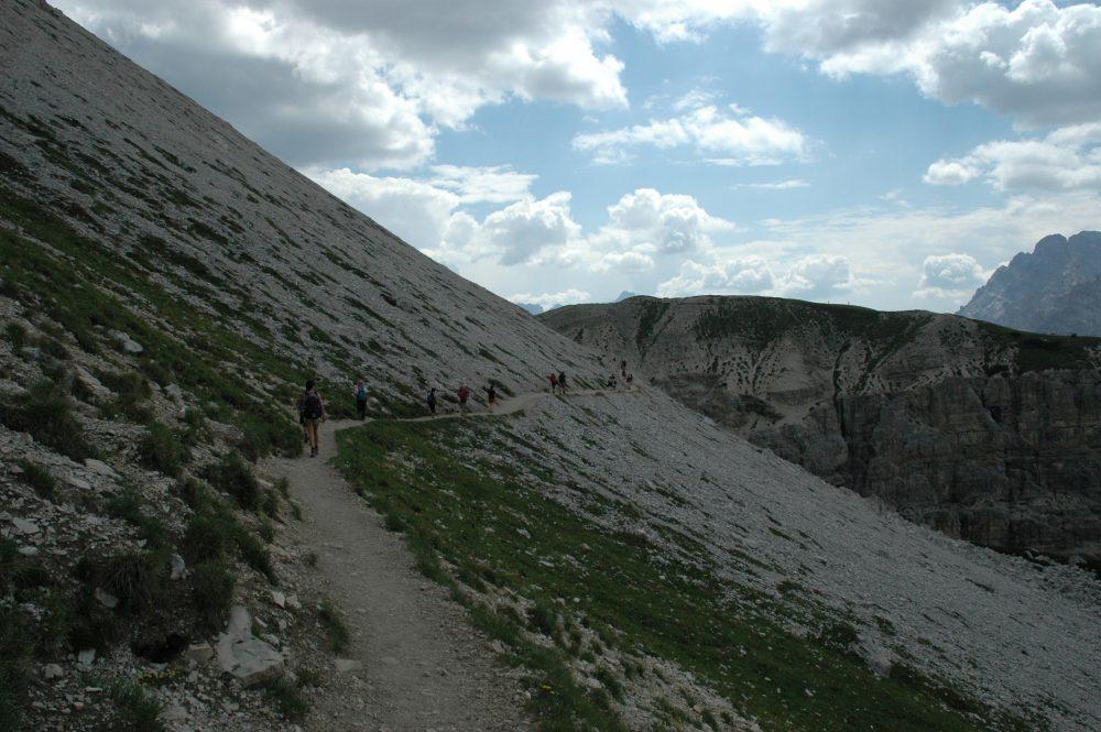 トレ・チーメトレッキング。終盤。もうすぐゴールという登りです。ミズリーナ湖が見えるポイントへ