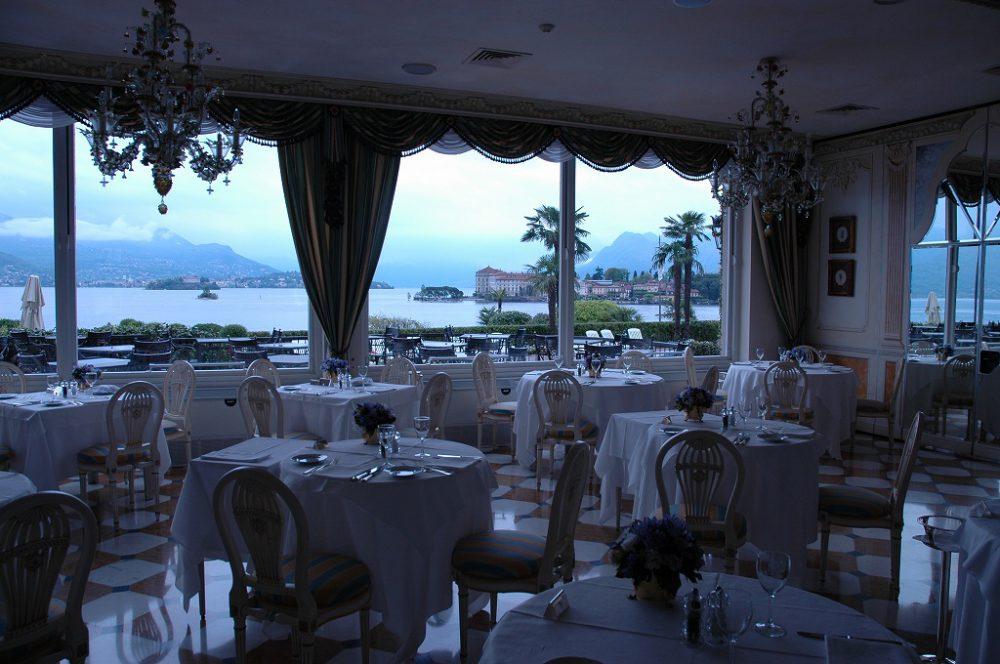 ストレーザ、マッジョーレ湖、ピエモンテ州、イタリア。ホテルレストランからみるマッジョーレ湖