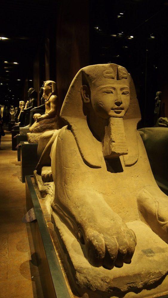 トリノエジプト博物館。ファラオの塑像が素晴らしい。