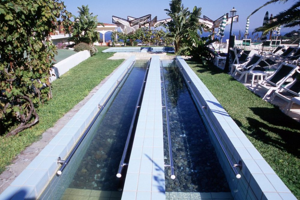 イスキア島テルメ施設。こちらは歩行用、屋外温水プールです。