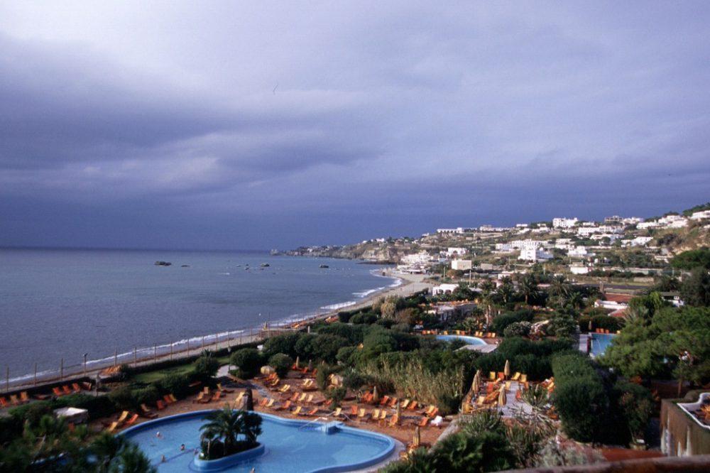 イスキア島には海に面したテルメ施設が多数あります。そのひとつ「ポセイドン庭園テルメ」とでもいうのでしょうか。