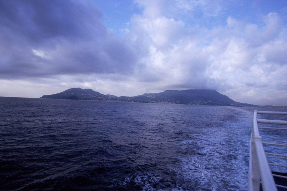 イスキア島から船でナポリ港へ帰ります。