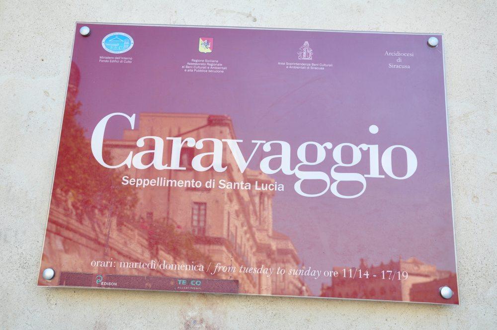 シチリア、シラクーサ、ドゥオーモ広場。カラヴァッジョの「サンタルチアの埋葬」が展示される教会