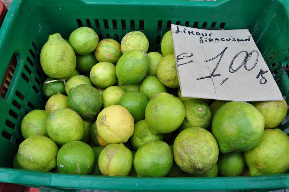シラクーサ。オルティージア島の市場。Mercato di Ortigia.