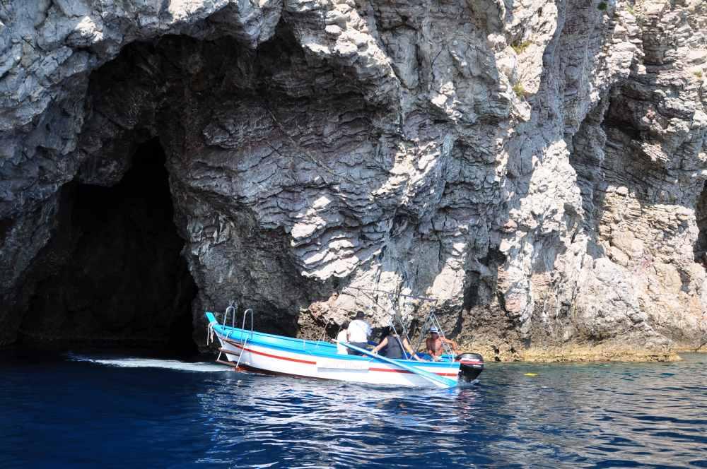 タオルミーナ、グランブルーの海、青の洞窟へ