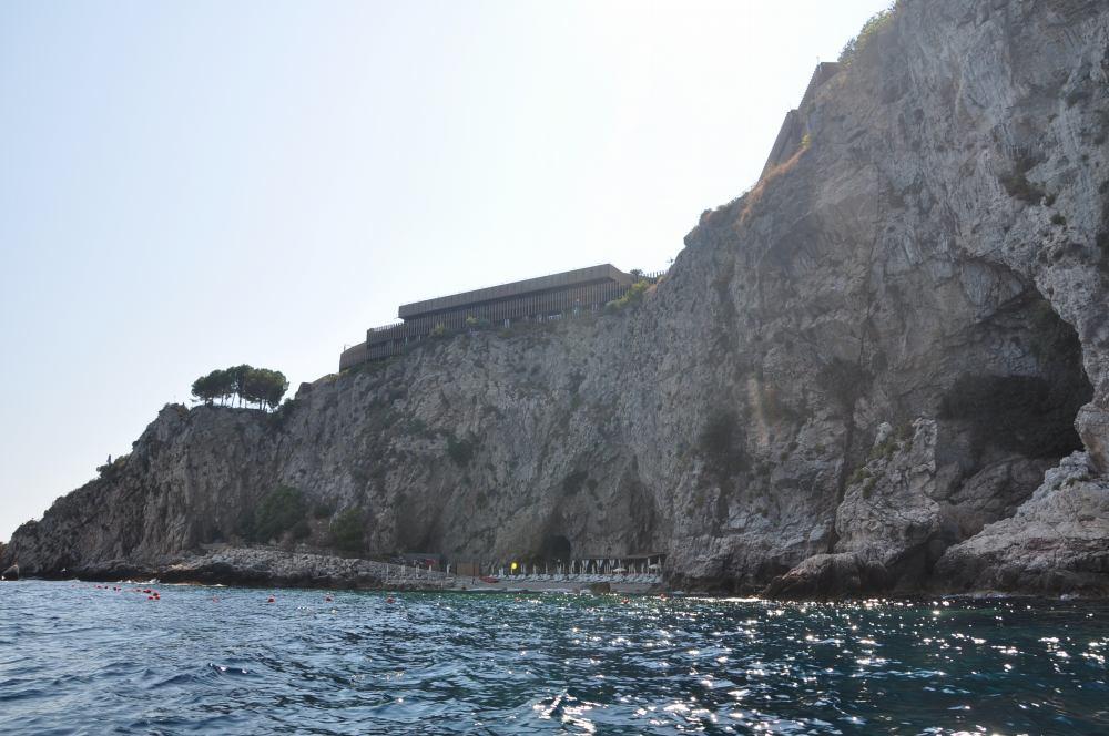 タオルミーナ、グランブルーの海、映画の舞台になったホテルカポタオルミーナが見えてきた