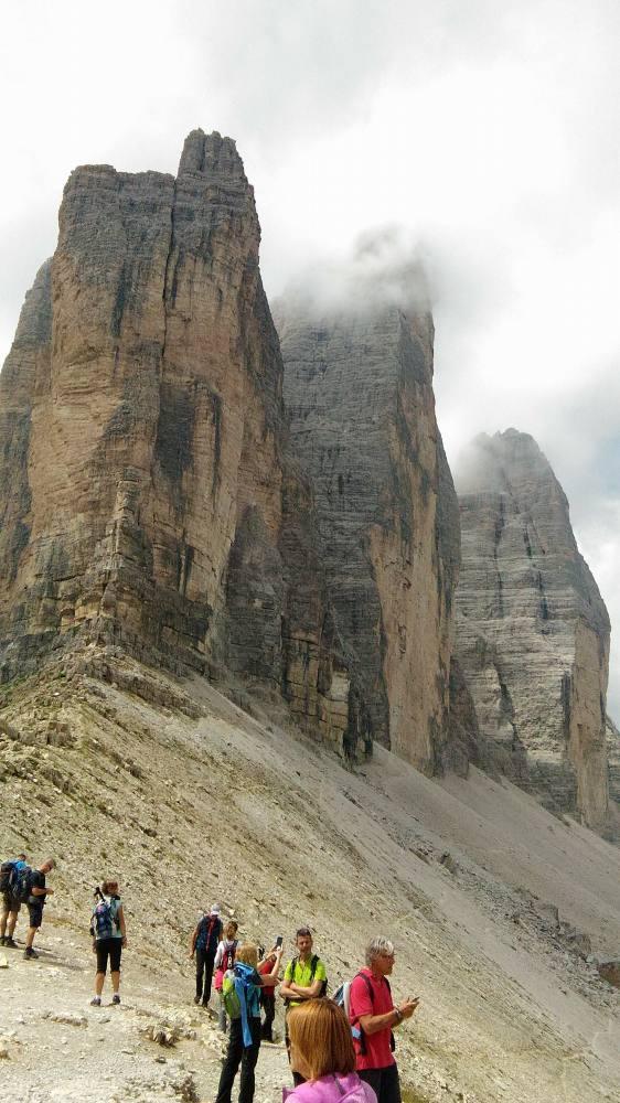 トレ・チーメ・ディ・ラヴァレード。登り切るとトレ・チーメの端っこに到達します。だんだん、トレ・チーメ=三つの峰に近づいてきました。