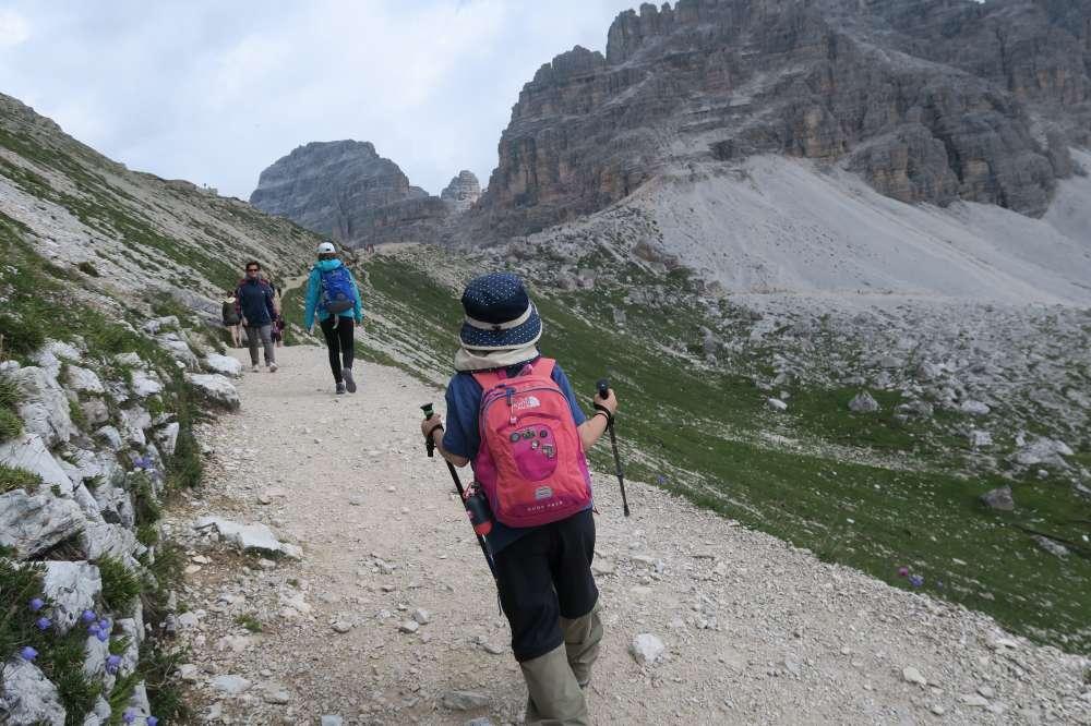 急な登りが終わると今度はゆるい登りが続きます。ドロミテの歩き方、トレ・チーメ・ディ・ラヴァレード。