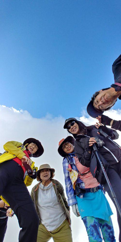 ドロミテ最高峰マルモラーダ(3,342m)へ登った。雲の晴れ間からてっぺんの十字架がみえた。感動!