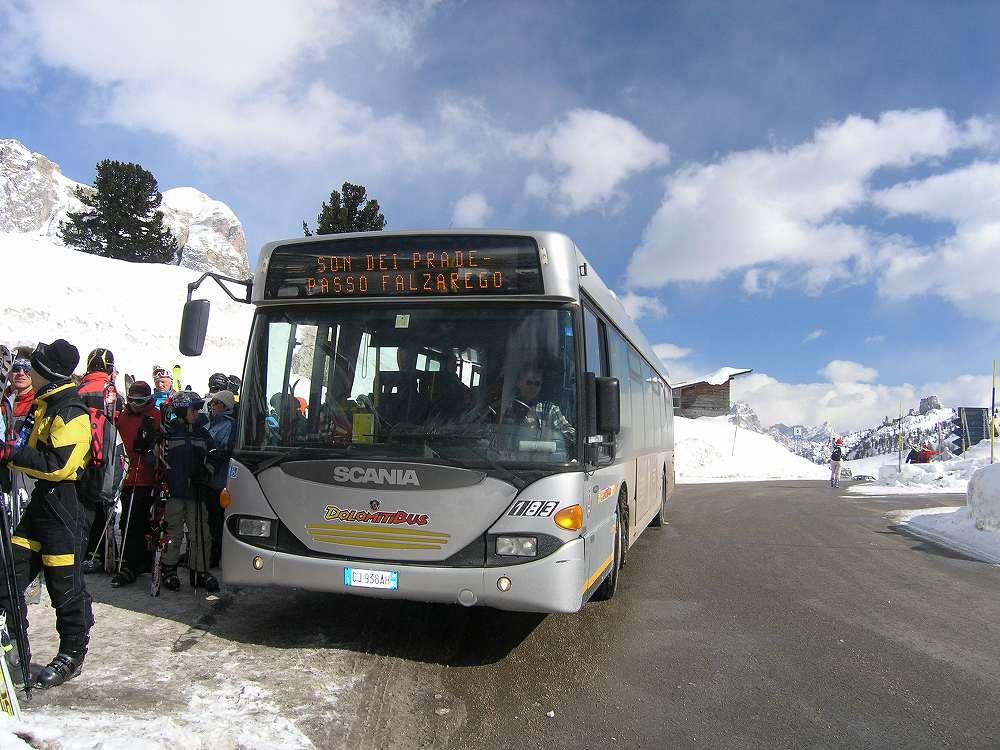 ドロミテバス、コルティナからラガッツオーイへは公共交通で行けます。