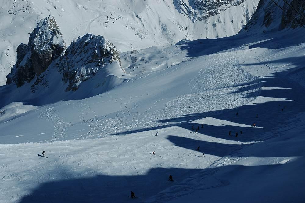 ドロミテアラッバからマルモラーダ(3,342m)、ドロミテ最高峰の大氷河をを滑る