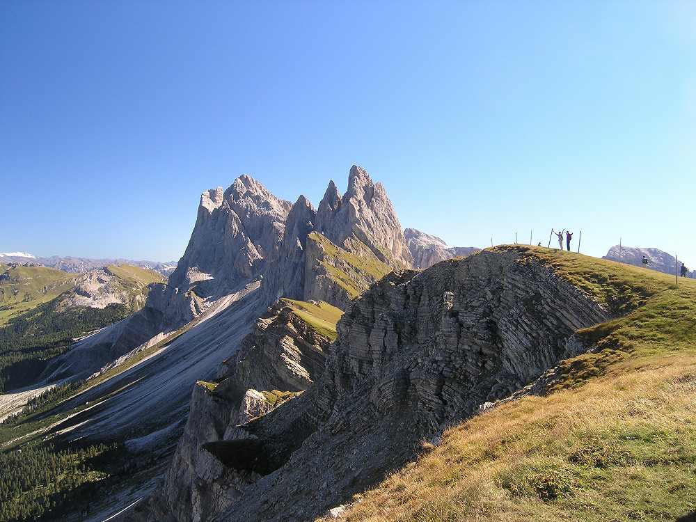 ドロミテ、オルティゼイからセチェーダへのぼるとみえるガイスラー針峰群、ドロミーティ