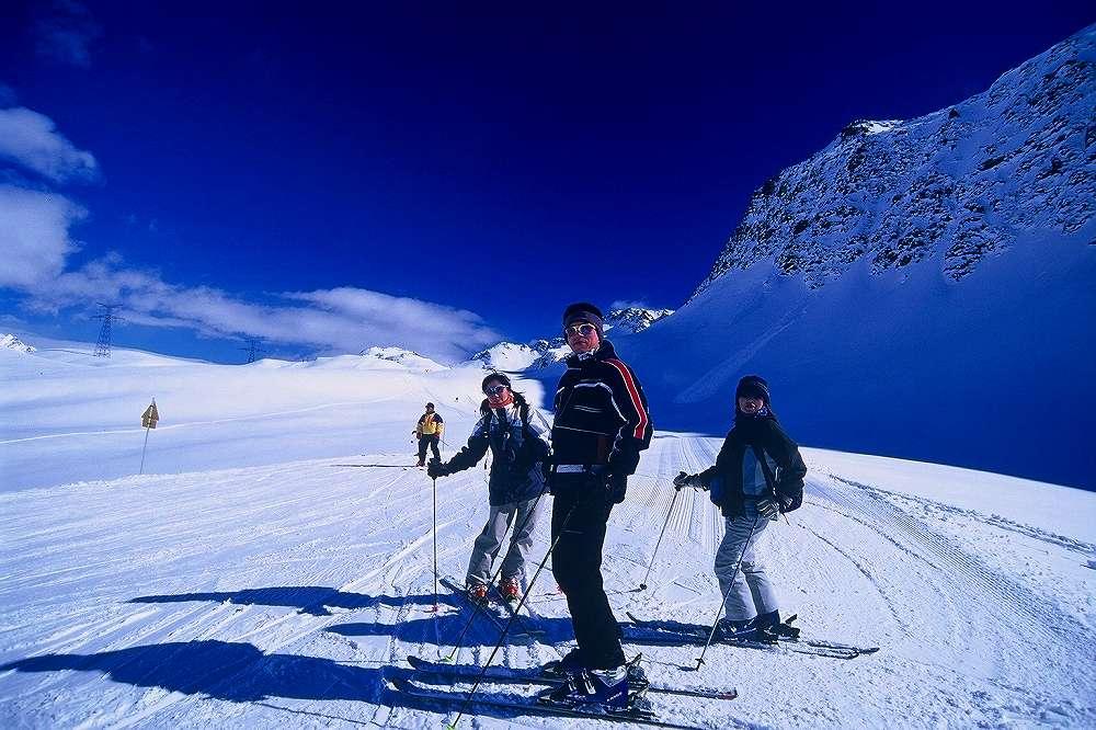 ヴァッレダオスタ、ラトゥイールからフランス側La Rosiere=ラ・ロジエーへ国境越えスキー
