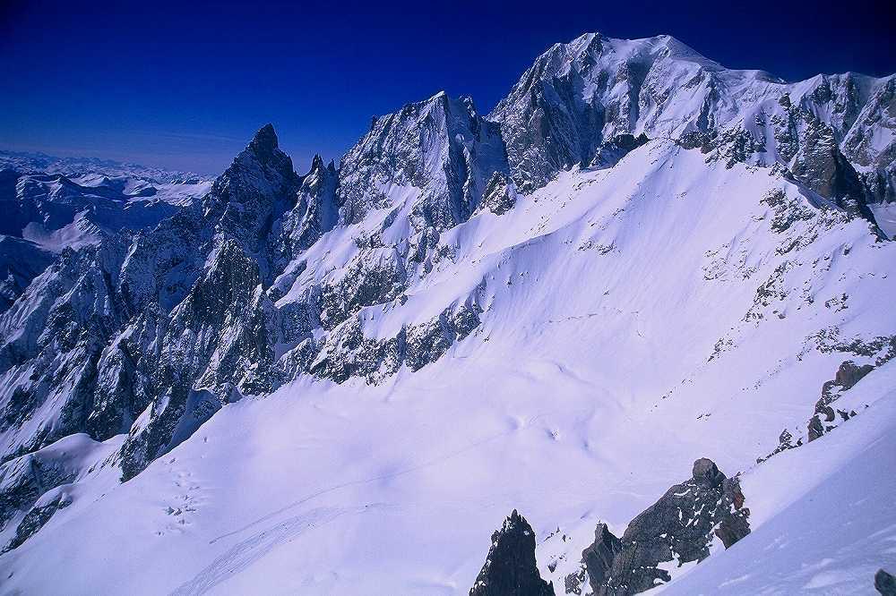 クールマイユール、プンタ・エルブロンネルからのモンテ・ビアンコ(4,810m)ヴァッレダオスタ、イタリア