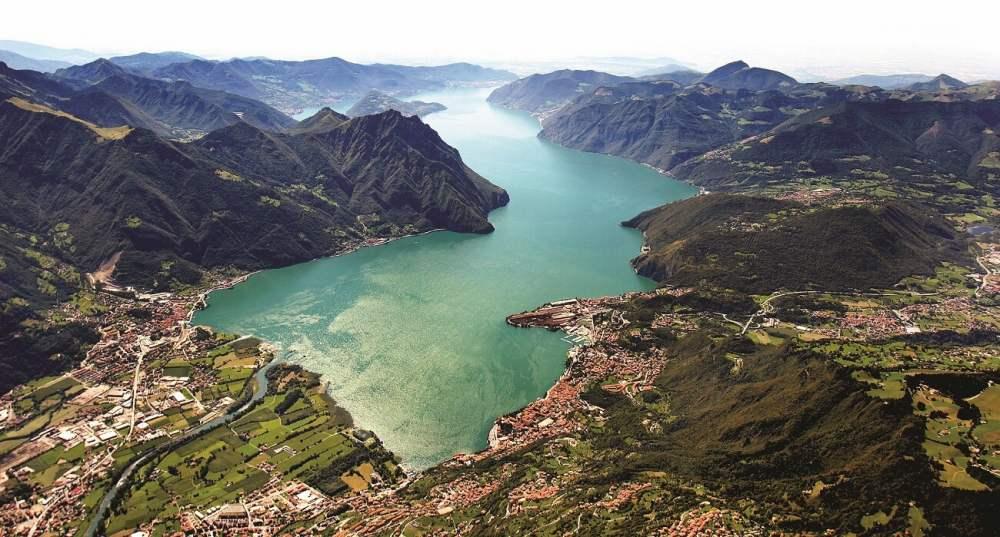 イゼーオ湖、イタリアの秘宝と言われる、湖水地方ブレーシャ県の湖。ガルダ湖とコモ湖の間に位置し、ミラノからも近いが、コモ湖やガルダ湖に較べると観光化していない静かなリゾート。