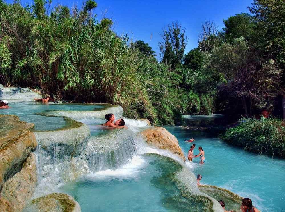 湖水地方イゼーオ湖、温泉もあります。