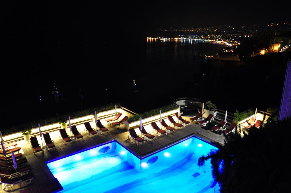 シチリア、タオルミーナ。心に残る夜景。